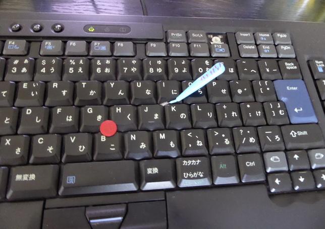 歯間ブラシはキーボード掃除に最適